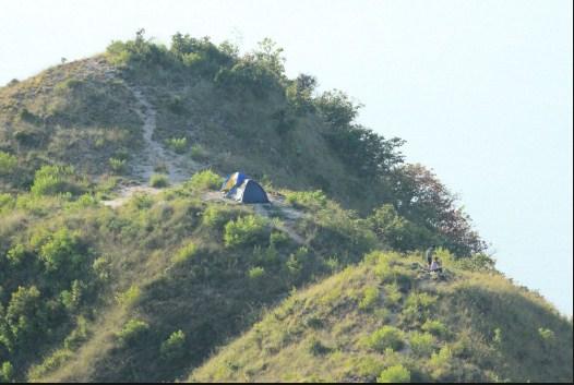 Cắm trại trên đỉnh núi cô Tiên