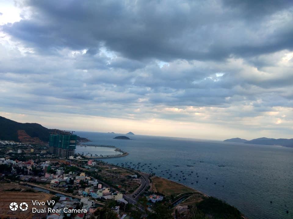 Cảnh thành phố nhìn từ đỉnh núi Cô Tiên Nha Trang