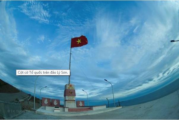 Cột cờ Tổ quốc trên đảo Lý Sơn