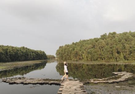 Hồ Bán Nguyệt ở Làng Nổi