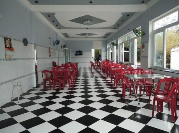 Không gian bên trong nhà hàng Sơn Thủy