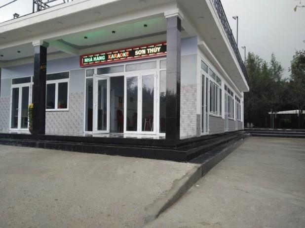 Khuôn viên nhà hàng Sơn Thủy
