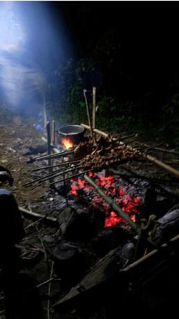 Nướng thịt trên cung đường Tà Năng - Phan Dũng