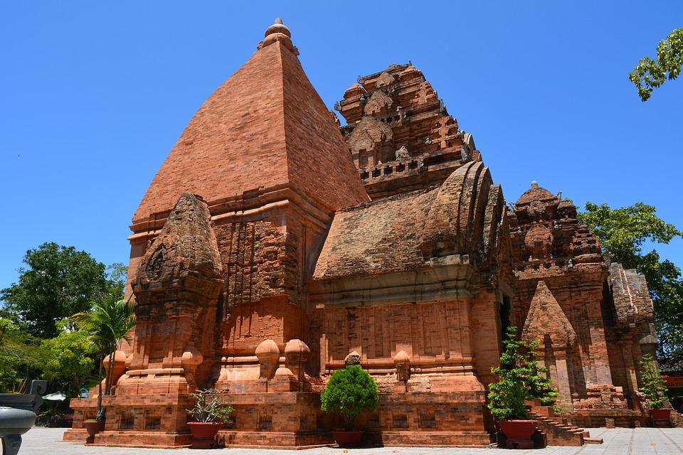 Thuyết Minh Về Tháp Bà Ponagar Nha Trang