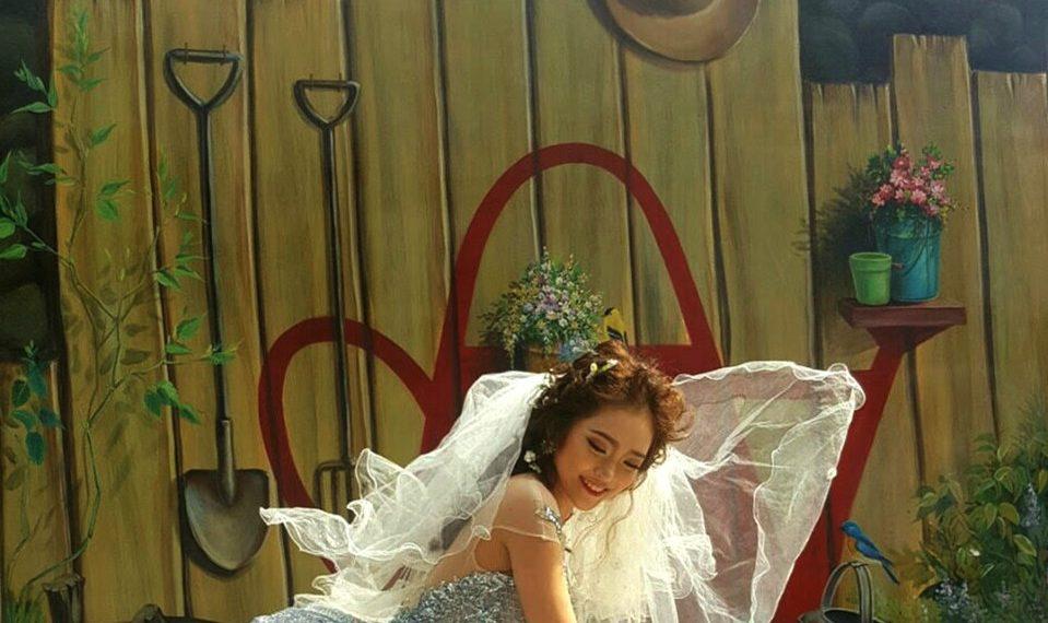 Chụp hình cưới ở làng bích họa