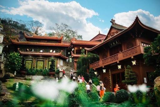 Kiến trúc chùa hang