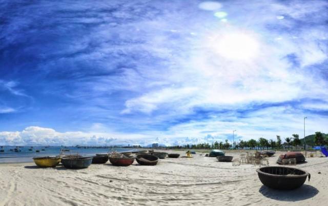 Thuyền thúng, thuyền câu trên bãi biển
